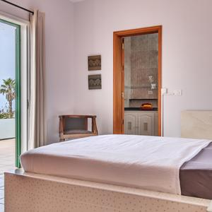 Bedroom with sea view in the holiday home Casa Alina