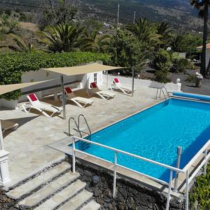 Pool and terrace of Finca Luna Baila, La Palma